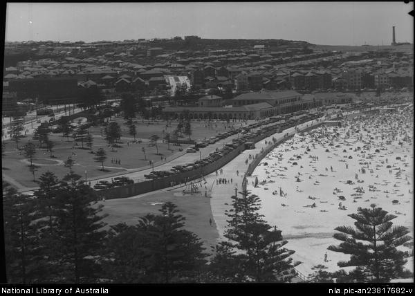 Frank Hurley: Bondi from Hotel Astor. National Library of Australia. http:/​/​nla.gov.au/​nla.pic-an23817682